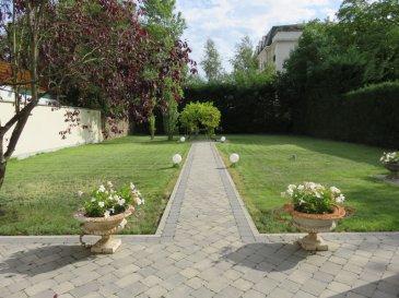 Maison Thionville 8 pièce(s) 180 m2. Au centre ville de Thionville, maison individuelle du début de siècle avec beaucoup de charme.<br>Maison comprenant salon avec cheminée, salle à manger, spacieuse cuisine, 4 chambres, 1 bureau, 1 salle de jeux. <br>Sous-sol.<br>Magnifique jardin et garage pour 2 voitures.<br><br>Renseignements et visites :<br>Karine Karas : 06 08 31 19 87 dont 3.00 % honoraires TTC à la charge de l\'acquéreur.<br>