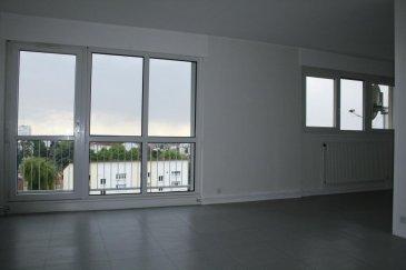 RE/MAX, votre spécialiste de l'immobilier à Belvaux, vous propose à la vente, ce superbe appartement à Longwy-Haut situé au 6ème et dernier étage, dans un quartier calme.  Cet appartement rénové courant 2017 a une surface habitable de 106m2; il est composé d'une salle de bain (douche + baignoire), de 3 chambres à coucher, d'un séjour et d'une cuisine indépendante.  Un balcon et une place de parking privative extérieure sont disponibles.  Un ascenseur est également mis à disposition aux personnes habitantes la résidence.  Pour votre information: Les charges sont de 130 euros/mois  À visiter sans tarder. Disponibilité immédiate.  Personne de contact: Julien FAY  Tél: +352 661 998 351 Mail: julien.fay@remax.lu Ref agence :5095898