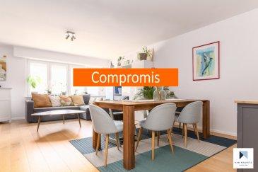 +++SOUS COMPROMIS+++SOUS COMPROMIS+++SOUS COMPROMIS +++ Idéalement situé dans quartier résidentiel calme (zone 30 km/h) et verdoyant aux abords des forêts à Bonnevoie, cet appartement traversant rénové en 2013 occupe le 1er étage d'une petite copropriété soignée de 7 unités. D'une surface habitable de ± 108 m² pour une surface totale de ± 121 m², il se compose comme suit :  La porte d'entrée s'ouvre sur un hall ± 7 m² avec vestiaire et wc séparé ± 3 m² desservant, d'un côté, la partie nuit, de l'autre, la partie séjour.  La partie nuit se compose d'un palier nuit ± 3 m² menant aux trois chambres de ± 20, 15 et 10 m² ainsi qu'à la salle de bain ± 7 m² (avec baignoire, 2 lavabos, sèche-serviettes). L'espace de vie ± 40 m², séparée du hall d'entrée par un petit palier ± 3 m², s'organise en deux zones : un lumineux séjour ± 32m² avec coin repas et enfin, d'une cuisine contemporaine séparée (équipement Bosch, plan de travail en bois, bar, nombreux tiroirs et rangements) avec balcon ± 4 m² orienté nord-est profitant d'une vue panoramique sur la nature environnante en suite.  Au sous-sol/rez-de-jardin, l'offre comprend une parcelle de jardin privative ± 30 m² et d'une cave privative ± 18 m² avec prises électriques. Un local poubelles et un local vélo communs ainsi qu'une buanderie commune complètent l'offre.  Détails complémentaires : Appartement en très bon état et aux finitions soignées ; Châssis pvc-aluminium, double vitrage (2013); volets manuels ; Cuisine aménagée et équipée Bosch ; Sanitaires haut de gamme Villeroy & Boch ; Charges mensuelles: ± 240 € (ménage de 2 adultes + 2 enfants); Chauffage par radiateurs ; nouvelle chaudière au gaz (Buderus 2019); Bonnevoie est un quartier recherché pour sa convivialité et sa proximité avec Luxembourg-ville (1 km); Proche de toutes commodités : gare centrale, transports en commun (arrêt de bus à 50 m) axes autoroutiers, commerces, restaurants, centre scolaire, crèches, parc Kaltraies et club de tennis de Bonnevoie. Environnemen