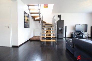 ROLLING - ERPELDANGE-BOUS<br><br> Appartement-Duplex (+/-161.42m²) au 1er étage.. d\'une résidence à 4 unités construite en 2008.<br><br>Objet de prestige dans une situation calme et verdoyante le tout proche de toutes commodités. <br><br>Celui-ci se compose comme suit: <br>* hall d\'entrée<br>* spacieux et lumineux living (+/-50m²) avec feu ouvert donnant sur terrasse (+/-6.63m²) Exposition Est avec vue dégagée<br>* cuisine équipée indépendante (+/-12m²)<br>* WC séparé<br>* 1 chambre (+/-12m²) <br>Étage supérieur,<br>* WC séparé<br>* salle de douche italienne<br>* 3 chambres (+/-13m², 15m², 21m²) <br><br>Sous-sol: cave, emplacement intérieur, Buanderie commune.<br><br>1 emplacement extérieur vient compléter la description de ce duplex.<br><br>AFIL IMMO s\'engage dans toutes vos démarches immobilières (estimation, vente, location de biens, recherche de financements).<br>Vous satisfaire est notre priorité ! <br><br><br><br><br />Ref agence :2247435