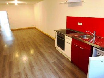 idéal investisseur proche toute commodité.  Bel appartement en duplex type F4 loué 460 euros mensuel, qui comprend une cuisine ouverte sur un grand salon séjour, deux chambres. Tout confort.