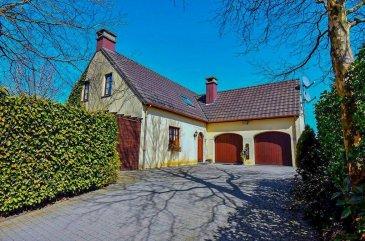 Charmante maison située au calme dans le petit village de Brachtenbach, à proximité de Wiltz, Clervaux et du Shopping Center Knauf à Pommerloch.  La maison, construite en 1995 sur un terrain de 18a75, offre 4 chambres pour une surface totale de 234,73 m².  Le jardin, avec sa piscine chauffée, jacuzzi, étang et annexes, sans-vis-à-vis.  Les terrasses sont orientées Sud et Ouest.   Il y a également un atelier, un carport et une serre à disposition.   Sous-sol: 4 caves individuelles, dont une pour la chaudière au mazout.  Rez-de-chaussée:  Un hall d'entrée spacieux donnant accès au garage, caves, salon et cuisine.  WC séparé. Cuisine équipée, de +- 22m², ouverte sur la salle à manger et le salon  Salon de 38m² avec poêle à bois   Un garage pour 2 voitures avec un accès au jardin.  Au 1er étage:  2 chambres à coucher 1 grande salle de bain avec douche, baignoire et WC  1 grande chambre de 22m² avec un accès directe vers une autre pièce de 17,60m² avec possibilité d'y installer une deuxième salle de bain.   La piscine est chauffée et filtrée au sel (électrolyse).  L'atelier est isolé et équipé de 380V, avec un accès à une serre, idéal pour un artisan ou un artiste.   Surface totale: 234,73 m²  Surface habitable : 158,18m²  Surface garage : 31,56m²  Surface caves : 44,99m²  Terrain 18a75 Ref agence :6608