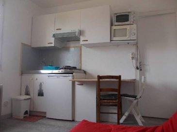 REF: 5815  STUDIO ENTIEREMENT EQUIPE rénové entièrement situé à Berck Plage au 1er étage d\'une petite résidence. A proximité de la plage et des commerces comprenant: Entrée avec placard, pièce principale avec coin cuisine, salle de bains avec wc  Idéal investissement étudiant et saisonnier.