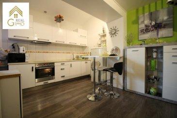 Nous vous proposons ce duplex entièrement rénové, se trouvant dans une rue à sens unique en plein centre de Dudelange.<br><br>Il se compose comme suit:<br><br>Au Rdch:<br><br>* Living avec accès à une véranda,<br>* Cuisine équipée ouverte sur salle à manger,<br>* Bureau indépendant <br>* Toilette séparé,<br><br>1er étage:<br><br>* 2 chambres à coucher,<br>* un débarras,<br>* Salle de bain + toilette.<br><br>Pour compléter ce bien une cave et un garage box s\'y ajoutent.<br><br>Pour plus de renseignements ou une visite (visites également possibles le samedi sur rdv), veuillez contacter le 28.66.39.1.<br><br><br><br />Ref agence :72351