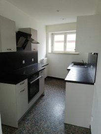 Appartement F3 dans maison de 2 appartements comportant : une entrée, un séjour avec parquet, une cuisine équipée, deux chambres, une salle d\'eau,  un wc séparé. Garage, cour intérieure commune.