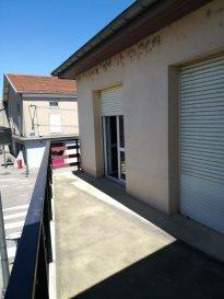 Appartement Blenod Les Pont A Mousson 2 piece(s) 50 m2. RUE DU FORT DES ROMAINS - BLENOD LES PONT A MOUSSON<br/><br/>Appartement rénové AVEC BALCON - 1er et dernier étage.<br/>Entrée - wc  - 1 chambre - débarras - séjour lunimeux - Cuisine équipée  -  salle de bains.<br/>Chauffage au gaz.<br/><br/>Charges: Ordures Ménagères + Entretien des communs + Electricité des communs + Entretien chaudière