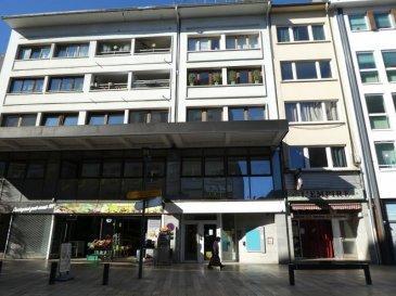 LOCAL COMMERCIAL ou BUREAUX <br />En plein centre-ville, 37 rue de Paris à THIONVILLE, à proximité immédiate de la Cour des Capucins et du parking de la République<br />Local en rez-de-chaussée d\'une superficie de 137 m² + 2 caves ou réserves d\'une superficie approximative de 80 m²  en sous-sol.<br />Ce bien est composé de 4 lots de copropriété, sans procédure en cours.<br />Le local est carrelé, cloisonné actuellement en bureaux, il est facilement adaptable à  l\'exercice de toute activité commerciale.<br />Contactez Corine au 06 59 75 33 45 ou corine.j@bon-appart.fr pour de plus amples informations.<br />SIRET 822 580 957 00014