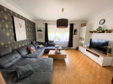 Nous vous proposons en exclusivité cette belle maison de +/- 158m² sise dans une rue calme à Pétange.<br><br>Ce bien construit en 1960 se compose comme suit:<br>RDCH: <br> - Un hall d\'entrée,<br> - un WC séparé,<br> - une cuisine équipée,<br> - Un salon/salle à manger.<br><br>1er ÉTAGE:<br> - 3 chambres à coucher,<br> - une salle de douche.<br><br>2ième ÉTAGE:<br> - Une chambre à coucher,<br> - Grenier avec la possibilité d\'aménager une chambre.<br><br>! INFORMATIONS COMPLÉMENTAIRES !<br> - Chauffage au gaz 2018.<br> - Grenier aménageable.<br> - Fenêtres double vitrage à l\'arrière et triple vitrage à l\'avant.<br><br>Pour plus de renseignements ou une visite (visites également possibles le samedi sur rdv), veuillez contacter le 28.66.39.1.<br><br>Les prix s\'entendent frais d\'agence de 3 % TVA 17 % inclus.