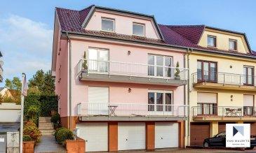 Situé dans un quartier calme de Belvaux, aux 1er et 2ème étages d'une copropriété soignée datant de 1998, ce duplex (deux appartements cadastralement unis) dispose d'une surface habitable de ± 209 m² pour une surface totale nette de ± 328 m². Il se compose comme suit :  Au 1er étage, la porte s'ouvre sur un hall d'entrée ± 17 m² desservant un lumineux séjour ± 34,5 m² orienté sud-ouest avec accès au balcon avant ± 8 m², une cuisine ± 12 m² aménagée et équipée Zanussi (rénovée en 2017) avec accès au balcon arrière ± 8 m², un bureau ± 7 m², une salle de douche ± 5 m², une salle de bain avec baignoire d'angle et WC ± 8 m² et enfin, deux chambres de ± 19,5 et 14 m².  Au 2ème étage, la porte s'ouvre sur un hall d'entrée ± 11,6 m² desservant un lumineux séjour ± 29,5 m² orienté sud-ouest, une cuisine ± 13 m² avec accès au balcon arrière ± 8 m², une salle de douche ± 5 m², une salle de bain avec baignoire d'angle et WC ± 8 m² ainsi que deux chambres de ± 15 et 14 m².  Au sous-sol, une cave privative ± 11 m², une buanderie commune ± 9 m², deux garages de ± 22 m² chacun, deux emplacements de parking extérieurs ainsi qu'un jardin ± 130 m² complètent l'offre.  Généralités:  •Duplex en bon état ; •Double vitrage ; •Chauffage au gaz ; •Possibilité d'aménager l'objet différemment ; •Environnement agréable et calme, résidentiel ; •Bien desservi par les transports en commun ; accès autoroutier vers Luxembourg-ville ; •Commerces, écoles, université et cinéma à proximité (centre Esch-Belval).  Agent responsable: Gaëtan Lupinacci Email: mailto:gaetan@vanmaurits.lu Tél.: +352 671.157.120