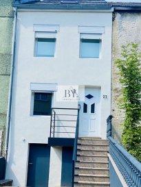 L'agence BYimmobilier vous propose en exclusivité cette superbe maison entièrement rénovée idéalement située à Belvaux. Elle se compose d'un grand séjour, salle de douche, cuisine indépendante et trois chambres à coucher. Une cave, un joli jardin ainsi que deux places de stationnement viennent s'ajouter à la maison. Pour plus d'informations contactez nous     Ref agence : 172