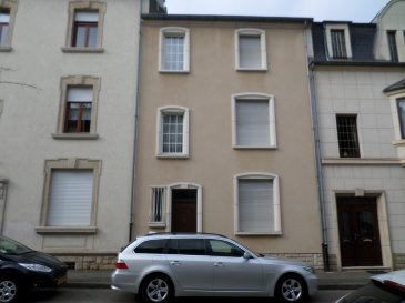 EXCLUSIVITÉ LUXPROIMMO Belle maison mitoyenne idéalement située à Esch/Alzette. Érigée sur un terrain de 1a45ca, elle se compose comme suit:  Rez-de-chaussée: hall d'accueil, wc séparé, salon, salle à manger et cuisine indépendante avec sortie vers la terrasse et le jardin.  1er étage: palier, salon ou chambre à coucher et 2 belles chambres à coucher.  2e étage: Palier, 1 chambre à coucher, salle de bains et grenier aménageable sur 2 niveaux avec charpente apparente.  Sous-sol: Caves et chaufferie.   Travaux de rénovations à prévoir.  Pour tout renseignement ou visite des lieux: Carlos Marques Tél. 661 265 022