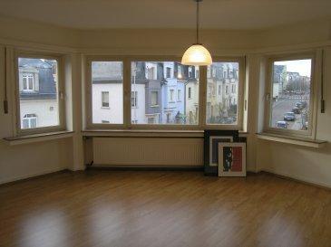 ---LOUE--- ---RENTED---  Très bel appartement lumineux situé au 2ème étage d'une résidence calme et soignée à 7 unités dans un quartier résidentiel à Hollerich-Merl.  Ce bien se compose de :   - 1 grand living avec parquet +- 21 m2 - 1 balcon - 2 chambres à coucher de 10 m2 et 15 m2  - 1 grande cuisine équipée avec pré-équipement pour lave-vaisselle - 1 hall d'entrée avec placard-vestiaire - 1 salle de bains avec baignoire et pré-équipement pour lave-linge - 1 WC séparé - 1 grande cave de 9 m2 accessible par l'intérieur et l'extérieur - 1 grande cave commune accessible par l'intérieur et l'extérieur - 1 débarras au grenier de 5 m2  - Châssis double-vitrage et caisses à volets isolées  Dans une rue calme, à proximité des transports publics et autoroutes A4, A6, A1. Proche des petits commerces et restaurants, école primaire, conservatoire de musique et campus scolaire du Geeseknäppchen.  N'attendez plus, contactez-nous par mail sur info@gng.lu ou au 621 366 377.  Découvrez toutes nos offres sur www.gng.lu