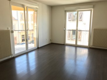 Montigny-lès-Metz : Nous vous proposons un appartement familial de 80 m² carrez bénéficiant d'un balcon de 7 m² situé au 2ème et dernier étage au sein d'une petite copropriété bien entretenue de 3 appartements. Ce bien comprend : une entrée avec placard, un séjour, une cuisine équipée, 3 chambres, une salle de bains et un WC. Un garage de 15 m² complète ce bien. Chauffage individuel gaz.  A propos de la copropriété : Procédure en cours : Non Nombre de lots : 5 dont 3 d'habitations Charges prévisionnelles annuelles : 840 €/ an