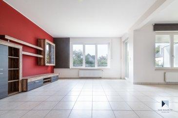 Appartement 1 chambre avec possibilité d'en créer une deuxième.  Situé dans un quartier calme et agréable en plein centre de Sandweiler, cet appartement construit en 2005 possède une surface habitable d'environ ±70m².  Destiné à faire les beaux jours d'une personne seule ou d'un couple, ce 1er étage se compose de la manière suivante:  Au 1er étage: un hall d'entrée ± 6 m², le séjour ± 24 m² avec accès à la terrasse couverte ±7m² et une salle à manger ±9m² (pouvant être transformée en une deuxième chambre) , la cuisine équipée ± 6 m² , une chambre ± 16 m² (avec balcon) et enfin la salle de bain ± 5 m² (baignoire, douche, double vasques, wc et sèche-serviettes) et une toilette séparée ±2m².  Au rez-de-jardin : un jardin commun, avec accès depuis la rue, est à disposition exposé sud.  Au sous-sol: Une cave privative ±10m² (N°106), un emplacement dans une buanderie commune (N°106), une place de garage intérieure (N°5) et un local à vélos commun vient compléter l'offre.  Généralités:  Chauffage au gaz, Cave et buanderie ; Vue agréable sur la verdure; Quartier calme, parc pour enfants à l'arrière de la résidence, commerces, bonnes connexions pour l'aéroport, le Kirchberg, … Fibre optique; CPE : E/E/E Volets manuels; double vitrage; châssis en bois; Ascenseur;  Charges: 200 €/mois -  Agent responsable: Pierre-Yves Béchet; Tél: 621 654 086; Email: Pierre-Yves@vanmaurits.lu