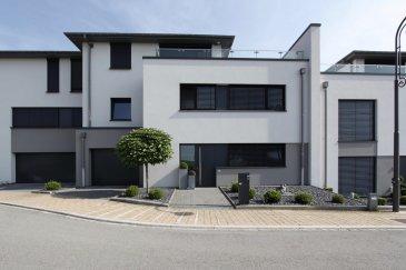 immohub, votre partenaire dans l'immobilier à Sprinkange / Dippach, vous propose une maison mitoyenne avec terrasse et balcons, dans un quartier résidentiel calme.  Les 230m2  de surface habitables (sans compter terrasses et balcons) se composent comme suit:  Rez-de-chaussée: Hall d'entrée, séjour, cuisine ouverte équipée, WC séparé, garage          pour  deux voitures, terrasse et jardin à l'arrière de la maison  Premier étage: 3 chambres à coucher ( 14+16+22) m2, buanderie, bureau,          balcon, 2 salles de bain, hall de nuit  Deuxième étage: WC séparé, local technique, fitness / séjour avec accès sur                           grand  balcon de 55 m2  Pour tout renseignement supplémentaire veuillez m'appeler au  +352 691 772 569  Cordialement  Romain HUBERTY