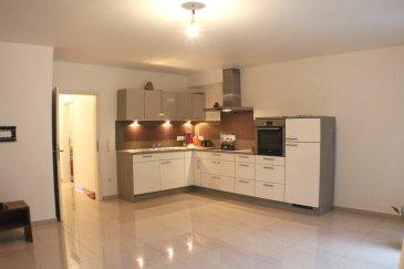 KAYL-TETANGE 349.000 Euros.  Appartement lumineux et récent (+-68,15m2) au 2ième étage d'une petite résidence (2014) de 6 unités avec emplacement de voiture extérieur.  Le bien dispose d'un hall d'entrée avec accès aux différentes pièces: living-salle à manger avec belle cuisine équipée ouverte (+-27m2) et accès balcon (+-5m2) avec vue à l'arrière sur la forêt, 2 belles chambres à coucher (+-11m2/+-17m2), 1 salle de douche avec connections machine à laver.  De plus l'appartement dispose d'un emplacement de voiture extérieur privatif.  Equipements: Construction 2014, chauffage gaz (2014), panneaux solaires, carrelage dans tout l'appartement, triple vitrage PVC (2014), résidence calme, pas de travaux à prévoir.  Absolument à découvrir, proche de toutes connections, arrêt de bus devant la porte, supermarchés à quelques pas...   ***HERBY IMMO = MEILLEURS PRIX DU MARCHE***   (Herby Immo vous garantit le prix d`achat le moins cher du marché)