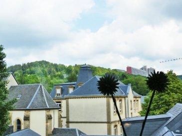 Cette belle maison de ville, 'style « loft »', construite avec goût et une exigence de qualité en 2014, se trouve à Dommeldange (Luxembourg Ville) avec un accès particulièrement facile et rapide au centre-ville et au Kirchberg.  Elle se compose au rez-de-chaussée d'une entrée de ± 11m², d'un couloir menant à la buanderie de ± 11m² et un wc séparé. Un garage de ± 33m² vient compléter ce niveau.  L'escalier mène au 1er étage donnant sur une belle cuisine de ± 22m² toute équipée et le grand séjour de ± 40m². La baie vitrée s'ouvre sur le patio de 11m.  Au 2ème étage il y a une salle de jeux / bureau / 3ème chambre de ± 15m² et un couloir qui mène à 1 chambre de ± 18m² avec sa terrasse/patio de ± 11m² et sa salle de douche de ± 5m² avec douche à l'italienne, lavabo et wc.  Au 3ème étage, la suite parentale, une chambre de ± 15m² très lumineuse, son dressing de 7m² et sa salle de bain de ± 8m² avec une grande baignoire, lavabo et wc.  Généralités :  •Classe énergétique -  C-C •Triple Vitrage •Chauffage au gaz •Chauffage au sol au 1er étage. •Ouverture garage électrique •2 terrasses/patios •Transports en commun à proximité  Contact :  Jimmy de Brabant  +352 661 167 494