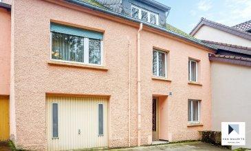 Située dans une rue calme et sans issue à Emerange, cette maison de village à rénover datant du début du 20ème siècle offre une surface habitable nette de ± 140 m² pour une surface totale brute de ± 280 m².  Bâtie sur une propriété de 11ar orientée sud-ouest, dans un environnement verdoyant avec vue dégagée à l'arrière, la maison se compose comme suit :  Au rez-de-chaussée, la porte d'entrée s'ouvre sur un long hall ± 8 m² desservant un séjour ± 13 m², un wc séparé ± 1 m² ainsi qu'une buanderie ± 6 m² suivie d'une cuisine aménagée ± 13 m² et salle à manger ± 12 m² avec accès au jardin ± 700 m² orienté sud-ouest.  Un palier ± 2 m² donnant accès au 1er étage mène également vers le garage ± 20 m².  Le 1er étage se compose d'un palier ± 6 m² desservant trois chambres de ± 11, 13 et 18 m², un séjour ± 28 m² ainsi qu'une salle de douche ± 7 m² avec douche italienne, lavabo et wc.  Le grenier non aménagé offre un bel espace de stockage de ± 61 m².  Sur le côté gauche de la propriété, annexée à la maison, une dépendance ± 49 m² avec entrée indépendante communique avec la salle à manger. Cette dépendance, s'étendant sur deux niveaux, est actuellement utilisée en tant que lieu de stockage mais peut facilement être transformée en un logement indépendant.  Hauteurs sous plafond: 2,05 et 3,95m / Volume total, arrondi à 159 m³.  Amoureux de vieilles pierres, mordus de rénovation ou simplement à la recherche d'un terrain, cette maison à rénover peut devenir votre projet avec un rendu exceptionnel!   Généralités:  •Maison à rénover ; •Beaux volumes ; •Beau terrain 11 ares ; •Situation recherchée, localisation idéale ; •Cadre verdoyant ; •Convient tant aux particuliers qu'aux professionnels.   Agent responsable : Florian Apolinario E-Mail: florian@vanmaurits.lu Tél.: (+352) 691 110 397