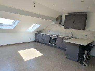 Bel APPARTEMENT de 66 m2 habitables au 2ème étage sans ascenseur, avec Hall, Living + Cuisine équipée, Salle de douche, 2 chambres à coucher, Débrarras, Rangement.