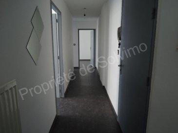 ALGRANGE F3 RÉNOVÉ. Au deuxième étage d\'un immeuble de rapport, spacieux F3 entièrement rénové composé d\'un hall d\'entrée, d\'une cuisine meublée, séjour, salle de bain avec baignoire et chambre.