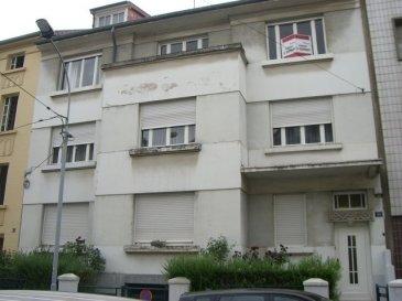 MONTIGNY LES METZ -  Au calme, bel appartement quatre pièces de 95 m² au 2ème étage d'un immeuble situé 11 rue du Général Pougin.  Il comporte une entrée, une cuisine avec accès balcon, un salon, trois chambres, une salle de bains, un wc séparé et une cave. Chauffage individuel au gaz.   Honoraires d'agence selon LOI ALUR 579 € pour la constitution du dossier, la rédaction du bail 3€/m² pour l'état des lieux, soit: 285 € Soit un total de 864€.