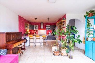 RE/MAX spécialiste de l'immobilier au Luxembourg vous propose à la vente ce charmant appartement situé en plein centre de Kirchberg.  Il est situé au 3ème étage avec ascenseur d'un immeuble de 9 étages.  Sur une totalité de 108m2, il se compose comme suit : - Living room lumineux  - Cuisine équipée  - 3 chambres à coucher  - une salle de bain - un wc séparé - un sauna / douche - un garage au sous-sol  - un balcon (5,66m2)  Informations complémentaires  - Triple vitrage  - Pas de travaux  - Place de parking de la résidence à l'avant  - 2 caves (une privée   une commune)  La commission d'agence est incluse dans le prix de vente et elle est supportée par la partie venderesse.