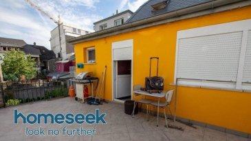 Contactez le 661 518 484 ou Mail Dabadou@homeseek.lu  Grande maison située non loin de la gare de Bettembourg.  Superficie totale +/- 205 m² avec une terrasse de +/- 27 m² 1 Garage fermé pour un véhicule et jusqu'à 3 Véhicules devant la maison.  4 Chambres 2 Salle de bain Cuisine avec double living-room donnant accès sur la Terrasse.  En Rez-de-chaussé se trouve un logement ayant une Entrée indépendante, avec : Salon séjour Cuisine Salle de bain 1 Chambre, Espace véranda  Toiture refaite récemment.  Plus d'informations et Visites au 661 518 484 ou Mail Dabadou@homeseek.lu  Ref agence :4921502-HB-AD