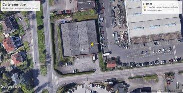 A LOUER - METZ  Secteur 2 FONTAINES  Actuellement en cours de rénovation, ensemble immobilier clos et sécurisé. Espaces verts et parkings.  Surface de 2.200 m2 environ composée d'une partie aménageable en bureaux et 1.300 m2 existants en stockage.  Rampe à l'avant du bâtiment, porte sectionnelle.  Façade et toiture en cours de rénovation.  Aménagements spécifiques possibles à convenir.  Idéalement situé sur la zone des 2 Fontaines, proximité des réseaux routiers, échangeur de LA MAXE, proximité Metz centre-ville, transports en communs METTIS, zone commerciale Auchan ...   Agence ne perçevant pas de fonds.