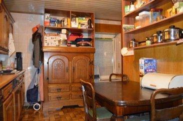 RE/MAX, spécialiste de l'immobilier au Luxembourg et Mr Allouche Julien, expert immobilier de la ville de Dudelange, vous propose en exclusivité une maison à rénover à Dudelange. La maison a une surface habitable de +/- 115 m2, proche du centre-ville.  La maison se compose comme suit :  - Un salon  - Un w.c séparé  - Une cuisine séparée avec un accès à la cave  Au 1er étage :  - 2 chambres  - 1 salle d'eau  Au 2ème étage :  - 2 chambres  - 1 salle d'eau  Grenier aménagé pouvant servir de 5ème chambre, pièce de jeu ou bureau.  Nombreuses places de parking à proximtié.  Contactez Mr Allouche Julien : +352 621 815 822