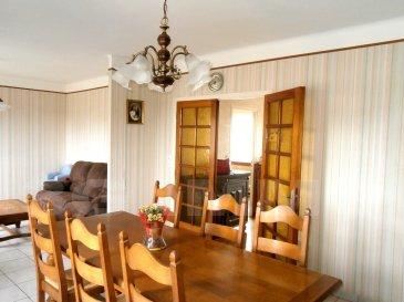 A Longwy-Haut, quartier au calme avec peu de passage, maison jumelée de 100m² habitables à remettre au gout du jour en termes de cuisine et de salle de bain.  Le rez-de-chaussée se compose d'un salon/séjour (26m), d'une cuisine (ouverture facile sur le séjour) et d'un WC. A l'étage 3 belles chambres et une salle de bain avec toilettes. Sous-sol complet : garage (25m), chaufferie / buanderie avec une douche et une cuisine d'été.  Maison de construction traditionnelle, dalle à tous les niveaux, DV PVC, chauffage gaz Budérus de 2003, toiture tuile ; maison saine et lumineuse.  Terrain de 10 ares orienté sud, peu de vis-à-vis.  Idéalement placée à proximité des commerces, écoles et des voies de circulation.   Le prix inclut nos honoraires Pour tous renseignements : Grégory Lambermont : 06.42.85.79.02  François Lambermont : 06.23.51.05.74  www.lambermont-immo.com  www.3gimmobilier.com/lambermont  Mandataires indépendants du réseau 3G Immo Consultant immatriculés au RSAC de Briey N°524 212 917 et N°791 005 580