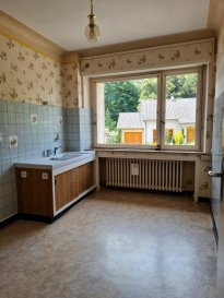 Appartement comprenant entrée, cuisine, séjour, 1 chambre, salle d'eau/WC et cave.