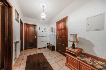 //SOUS COMPROMIS.//  REMAX Select, spécialiste de l'immobilier à Rodange et dans tout le Luxembourg, vous propose ce super appartement à Rodange.  Au rez de chaussée de la résidence :  - Un garage intégralement privatif - Espace buanderie L'appartement, dispose de 67 m2 habitables avec beaucoup de charme.  Il se compose comme suit :  - Un hall d'entrée idéal pour une première pièce d'accueil. - Une cuisine séparée. - Une salle de bain. - Un chambre de 15 m2. - Un super espace salon de plus de 25 m2 avec accès terasse. - Terasse  Une proximité rapide avec l'autoroute ainsi qu'avec les frontières Belges et Françaises. L'accès à la gare de Rodange est simple et rapide. Des trains sont en circulation très tôt le matin jusqu'à très tard le soir et à de nombreuses fréquences pour se rendre à Luxembourg-Ville et dans tout le reste du pays. Idéalement lié au réseau des transports publics. À quelques pas des centres commerciaux, de loisirs sportifs, des écoles et des crèches.