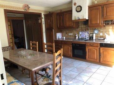 Maison dans quartier calme FAMECK. EXCLUSIVITE au coeur de Rémelange, belle maison composée d\'une  spacieuse  cuisine équipée  , un salon accès à une grande véranda , une  salle d\'eau .<br/>à l\'étage 3 chambres et une  salle de bain <br/>combles aménageable. Double vitrage PVC garage  et jardin.<br/><br/><br/><br/><br/><br/><br/>