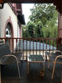 En résidence avec ascenseur, grand et beau studio meublé avec terrasse. Résidence Le Castel au 1er étage, studio composé d\'une grande pièce à vivre avec accès terrasse , cuisine meublée séparée, salle d\'eau.<br/>Charges 70 € comprenant le chauffage, l\'eau chaude, l\'eau froide et l\'électricité.*<br/>DISPONIBLE  3ème semaine d\'Août 2021
