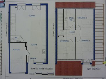 A Piedmont (Mont-Saint-Martin), dans un environnement calme, Nouveau lotissement, proche commodités, Maison jumelée, 1 garage 1 voiture, 2 places de parking,  RDC: entrée, cuisine ouverte sur séjour (42.60m²), w-c (1.70m²), ETAGE:  3 chambres(10.10/8.20/9.40m²), SDB avec w-c (4.70m²),  palier (3.30m²),  sur 2.10 ares de terrain. Livraison prévue au 3èmeTrimestre 2022.