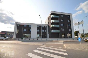 L'agence immobilière Christine SIMON vous présente en  location ce très bel appartement de 2 chambres au 3e étage avec ascenseur dans une toute nouvelle résidence * Bei der Breck*  situé à Rollingen-Mersch, 2 rue de Luxembourg, accès direct à la gare de Mersch. Il se compose comme suit: Hall d'entrée, toilette séparée, débarras, séjour lumineux avec cuisine équipée ouverte de 37,06 m2accès à une terrasse de 43,61 m2 avec vue dégagée sur le Parc de Mersch, 2 chambres à coucher dont une de 16,62 m2 et une de 17.98 m2 avec son accès vers le balcon de 8,32 m2,une salle de douche avec un wc séparé. Au sous-sol un emplacement intérieur et une cave privative.  Libre au 1er novembre 2020. CDI obligatoire, pas d'animaux. Loyer 2000 € plus 300 € de charges. Caution 2 mois de loyer plus charges c.à.dire 4600 € Agence 1 Loyer plus 17 % tva. = 2340 € A présenter au rendez-vous: Copie des 3 dernières fiches de salaire, copie du contrat de travail de la carte d'identité  et sécurité social.  Pour de plus amples de renseignements contactez l'agence par mail svp à info@christinesimon.lu ou cs@christinesimon.lu  Nous sommes en permanence à la recherche des biens pour nos clients solvables, donc si vous désirez vendre ou louer appelez l'agence immobilière Christine SIMON.   Ref agence : APPART. 2 CH