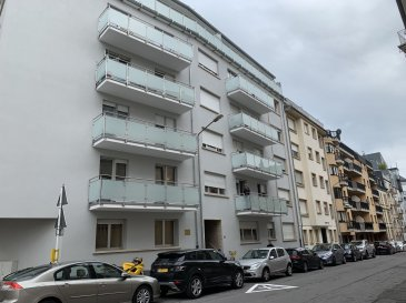 -- FR --<br/><br/>Très Joli appartement +- 47m2  situé au Limpertsberg 34, rue Jean l\'aveugle au 4 ième étage , ayant un grand balcon, une chambre à coucher, un living , un WC séparé, une salle de douche avec raccord pour machine à laver, une  cuisine équipée, une cave et buanderie. Ascenseur dans l\'immeuble.<br>Parking  payant ou avec vignette résidentiel.<br>Les animaux domestiques ne sont pas permis.<br>Disponible 1er Septembre 2019<br><br><br />Ref agence :103158