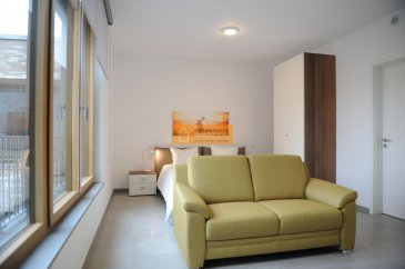 Beau studio de 36,6 m2 totalement meublé situé au 4ième étage d?une résidence moderne.  Le studio dispose de : Pièce ouverte, cuisine équipée et une salle de bain + WC et une cave   La résidence est idéalement située à proximité du nouveau quartier de la Cloche d?Or ainsi que du centre de la Ville de Luxembourg.   Possibilité de louer un emplacement intérieur à 150 euros.   Ref agence :B197