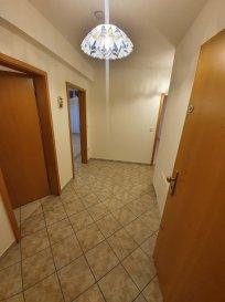 APPARTEMENT de 80 m2 au 2ème étage avec ascenseur.  L'appartement se compose comme suit:  Hall d'entrée, Cuisine équipée, Living avec balcon, 2 chambres à coucher, Salle de bains, W.C. séparé, Cave 8 m2 au Sous-Sol, Garage fermé au Sous-Sol.