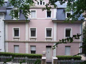 Joli appartement meublé situé au 2ième étage d\'une résidence proche de la ville et de la gare centrale. L\'appartement se compose d\'un salon/salle à manger, d\'une cuisine équipée séparée, de 2 chambres à coucher, d\'une salle de douche et d\'une buanderie commune.<br />Ref agence :5226783