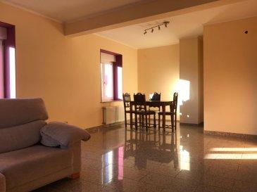 Nous vous proposons ce bel appartement situé dans une petite résidence. Il se compose d'un hall, s'une cuisine séparée, séjour, chambre et salle de bain. Place de parking extérieur. Pour plus d'informations contactez nous Ref agence :B170