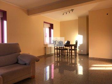 Nous vous proposons ce bel appartement situé dans une petite résidence.<br>Il se compose d\'un hall, s\'une cuisine séparée, séjour, chambre et salle de bain.<br>Place de parking extérieur.<br>Pour plus d\'informations contactez nous