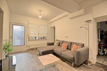 RE/MAX, spécialiste de l'immobilier à Diekirch vous propose à la vente un charmant appartement avec des petites rénovations à prévoir, idéalement situé à la RUE CLAIREFONTAINE à Diekirch d'une superficie d'environ 80 m² habitables.   Situé au rez-de-chaussée d'une résidence avec deux unités, il se compose de la manière suivante :  Le salon de 20 m², la cuisine équipée indépendante, la première chambre de 11 m², une salle de douche avec WC, une salle de bain (baignoire, vasque, un WC et coin buanderie), une deuxième pièce de 14 m² communicante sur la troisième chambre de 17 m², un débarras/cellier donnant accès sur l'extérieur.  L'appartement se complète par une terrasse au niveau supérieur, d'un jardin sur différents niveaux supérieurs et d'une cave.  L'appartement bénéficie de fenêtres double vitrage, chauffage mazout, etcà  A 5 min de la Gare de Diekirch, un superbe vu dégagé sur la rivière Sauer, proximité de Ciné Scala, transports en commun, commerces, pharmacie, écoles à proximité.  Disponibilité:  01 Mai 2021.  Charges mensuelles : +/- 150 € / mois  Passeport énergétique : H / I   La commission d'agence est inclus dans le prix de vente et supportée par le vendeur.  N'hésitez pas à me contacter:  +352 691 683 703 ou eduardo.vieira@remax.lu  Eduardo VIEIRA Ref agence : 5096361