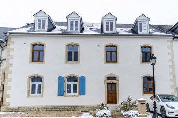 RE/MAX spécialiste de l'immobilier au Luxembourg vous proposes cette maison d'exception dans un cadre calme et proche de toutes commodités.   D'une surface de 250 m², la maison est libre de 2 façades.  Avec un garage et deux emplacements extérieurs, elle dispose d'un jardin d'environ 2 ares et d'un jacuzzi.   Aucuns travaux ne sont à prévoir.   La commission d'agence est incluse dans le prix de vente et elle est supportée par la partie venderesse.