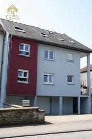 Nous vous proposons en location un appartement de 2 chambres à coucher et emplacement extérieure situé à Hunsdorf.<br><br>Un appartement comprenant : <br><br>Hall d\'entrée,<br>Cuisine équipée, <br>Living/salle à manger,<br>Deux chambres à coucher, <br>wc séparé, <br>Salle de douche, <br>Cave,<br>Emplacement extérieur.<br><br>CONDITIONS EXIGES<br><br>CDI OBLIGATOIRE<br><br>LOYER : 1.300.-\' <br>CHARGES : 200.\'<br>CAUTION : 2.600.-\'<br>COMMISSION AGENCE :  1.521.-\' TTC<br><br>Pour plus de renseignements ou une visite, veuillez contacter le 28.66.39.1.<br />Ref agence :72739