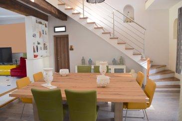 L'agence IMMO LORENA de Pétange en collaboration avec FRONGIA SARL Agence Immobilière a choisi pour vous cette Magnifique maison avec une partie privative et une autre partie locative, construite dans les années 50 et complètement rénovée en 2015 à vendre à Herserange, insérée sur un magnifique terrain goudronné de 6 ares 59 centiares, venez découvrir cette très belle maison individuelle de 270 m² habitables dans la partie privative construite avec des matériaux de qualité.   Elle se compose de la manière suivante : PARTIE PRIVATIVE : - Au sous-sol : un magnifique garage de 140 m2 pour minimum 5 voitures et un espace de rangements et plusieurs caves.  AU REZ-DE-CHAUSSÉE : - Hall d'entrée ,WC séparé, jolie cuisine entièrement équipée et ouverte vers, un chaleureux et spacieux double living de 100 m2, donnant accès à la magnifique terrasse et au terrain goudronné.  AU PREMIER ETAGE: - La maison dispose d'une magnifique MEZZANINE de 37,26 m2 amenant au trois chambres: la première chambre de 15,70 m2, la deuxième de 13,50 m2 avec un dressing de 5 m2 et la troisième chambre de 12,20 m2 avec un armoire de rangement, une salle de bain de 11,40 m2 avec fenêtre.  PARTIE COMMERCIALE/LOCATIVE: La maison possède également, avec une entrée séparée, une partie locative: au rez-de-chaussée un bureau idéalement pour une profession libérale et au premier et deuxième étage, un duplex de 60 m2 actuellement loué au prix de 620 euros, se composent comme suit : Cuisine d'une surface de 15 m2, une salle de douche avec WC de  9 m2, un salon de 16 m2 et une chambre de 20 m2  La maison vous séduira par ses belles prestations et finitions.  CARACTERISTIQUES DE LA MAISON :  - Maison complètement rénovée en 2015 - Chauffage au gaz - Fenêtres double vitrage - Nouvelle cuisine CUISINELLA de l'année 2015 - Adoucisseur d'eau de l'année 2016 - Toiture en tuile rouge de 2005 - Magnifique garage de 140 m2 pour 5 voitures au sous-sol de la maison - A côté de la maison un deuxième garage de 45 m2 idéale