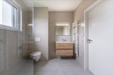 Pro Habitat Immobilier en partenariat avec Flat-Fees Luxembourg vous propose ce très bel appartement neuf à Cosnes et Romain au premier étage avec ascenseur d\'une résidence moderne et sécurisée, dans un environnement calme et proche de toutes commodités et frontières.  Venez découvrir ce charmant T2 qui se compose d\'une cuisine équipée ouverte sur un lumineux salon/séjour de 26,52 m2, d\'un cellier, d\'une chambre 13,56 m2, une salle d\'eau avec douche à l\'italienne et WC. Un balcon de 7,70m2 exposé plein sud complète ce bien.  Chauffage au sol, triple vitrage, volets électriques, classe énergétique A.  Ensemble immobilier géré par un syndic professionnel. Charges de copropriété annuelles estimées à 1610€ (comprenant chauffage, eau, ascenseurs, entretien des installations, entretien des communs et des espaces verts,..)  Assurance décennale / garantie dommage ouvrage  Possibilité d\'un parking au sous-sol de la résidence en supplément à partir de 15 000 €.  Taxe foncière estimée à 500 €. Frais de notaire réduits 2,5 % éligible au Pret à Taux Zéro.  Prix: 197 000 €
