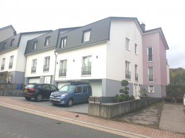 !!!!!!!!!!!!!! DECOUVRIR !!!!!!!!!!!!!! Coup de coeur assuré pour ce joli appartement situé dans le petit village de Greiveldange a 15 minutes de la ville de Luxembourg.  Faisant partie d'une maison bi familiale, cet appartement d'une surface de - 120m² construit en 2011 est composé de : - Hall d'entrée - Cuisine, Salon et salle à manger ouverts sur la terrasse de plus de 18m² orientée à l'ouest et jardin privative - 1 chambre de 15m2 - 1 chambre de 13m2 - 1 chambre de 11m2 - 1 salle de bain avec douche et toilette - 1 salle de bain avec baignoire et toilette - Garage fermée pour une voiture emplacement de parking à l'extérieure - cave de plus de 10m² - double vitrage volets électriques - chauffage au fuel - Chauffage au sol dans tout l'appartement - poêle à bois dans séjour - jacuzzi dans le jardin Située dans la commune de Stadtbredimus, nichée entre forets et domaines viticoles, Greiveldange bénéfice d'une position privilégiée à l'Est de Luxembourg. Idéalement reliée au réseau de bus et proche de la gare d'Oetrange, qui relie le Kirchberg, Greiveldange fera le bonheur des amoureux de la nature. Les circuits de randonnée de la Moselle sont tout proche, et Remich se trouve à 5mn.A quelques mètres vous avez l'arrêt de bus et l'école.  Pour plus de renseignements ou une visite (visites également possibles le samedi sur rdv), veuillez contacter le 691 850 805.