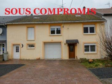 ** SOUS COMPROMIS **  NOUS VENDONS à HOLLING (Moselle) située parfaitement au calme en retrait de l\'axe BOUZONVILLE – BOULAY, à 31 kms de METZ, à 32 kms seulement de la frontière du Luxembourg (SCHENGEN) ;  Une maison de village mitoyenne des deux côtés établie sur un terrain plat et clos de 14a12ca.  Elle offre une surface habitable de 161 m2 comprenant :  En rez-de-chaussée : un séjour et un salon séparés une cuisine aménagée et équipée Une salle de bains et WC  A l\'étage : Quatre belles chambres, une première de 20,14 m2 avec sa mezzanine privative de 14,90 m2, une deuxième chambre de 20,31 m2 et deux autres chambres de 14,03 et 14,47 m2 Un WC séparé.  Sur le côté gauche de la façade avant, une seconde porte permettant l\'accès à des espaces de rez-de-chaussée et de combles sur dalle qu\'il sera encore possible d\'aménager en appartement.  Un garage pour une voiture à l\'avant de la maison Un second garage à l\'arrière.  *** Double vitrage sur châssis PVC récent. *** Volets roulants motorisés sur la façade arrière *** Les deux portes de la façade avant sont récentes en PVC. *** Chauffage central aux pellets, avec silo de 2,5 tonnes. *** Installation électrique de 2008. *** Le bien est relié à l\'assainissement collectif *** Taxe foncière de 241 €.  LE BIEN EST IMMEDIATEMENT DISPONIBLE.  CONTACT :  Gérard STOULIG – Agent commercial au : 06 03 40 33 55. WIR SPRECHEN DEUTSCH