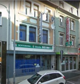 En Exclusivité,  AUCUN PAS-DE-PORTE n'est demandé car il est interdit à Luxembourg (loi n°6864).  L'agence IMMO MAX vous propose cet immeuble avec un local commercial en plein cœur du quartier commerçant de la Gare sur la rue de Strasbourg, Sur une surface de 150m² le commerce dispose d'une grande vitrine et sur la profondeur de plusieurs place assises et 11 chambres à coucher.  A visiter absolument